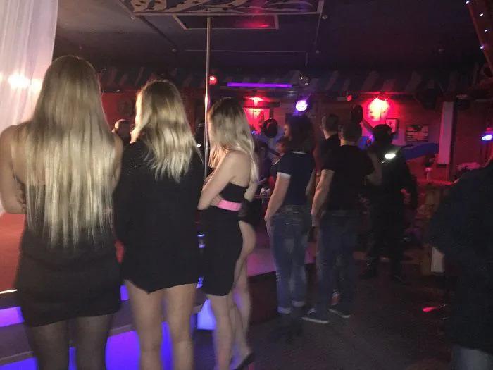 Стриптиз в баре у мужские клубы клуб ростов